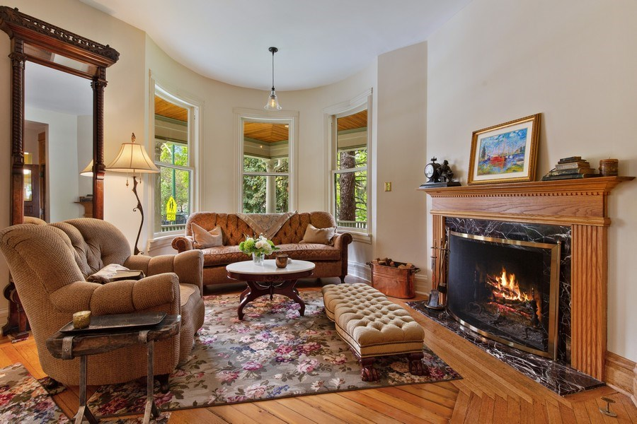 Real Estate Photography - 4101 N Greenview, Chicago, IL, 60613 - Living Room