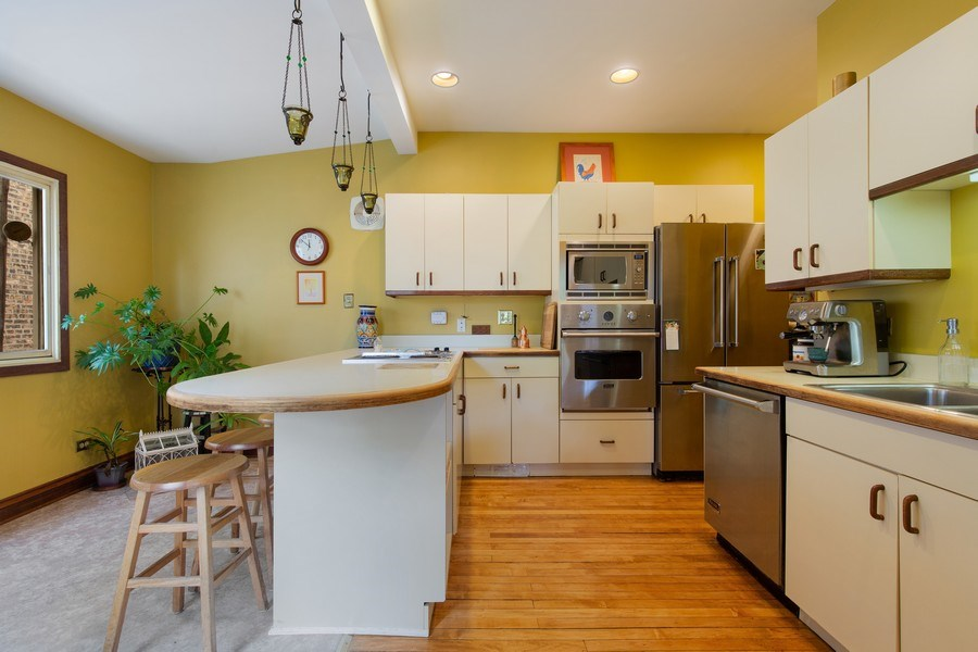 Real Estate Photography - 4101 N Greenview, Chicago, IL, 60613 - Kitchen