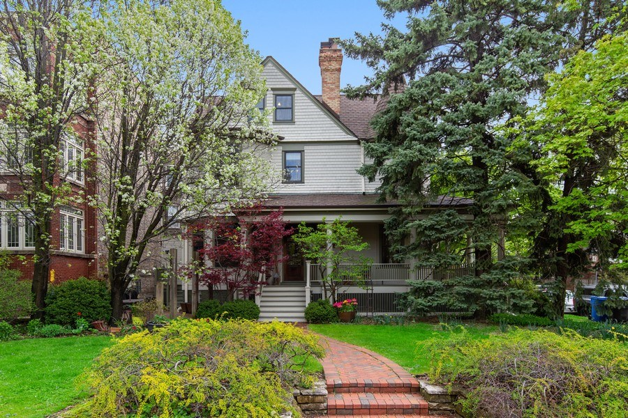 Real Estate Photography - 4101 N Greenview, Chicago, IL, 60613 - Front View