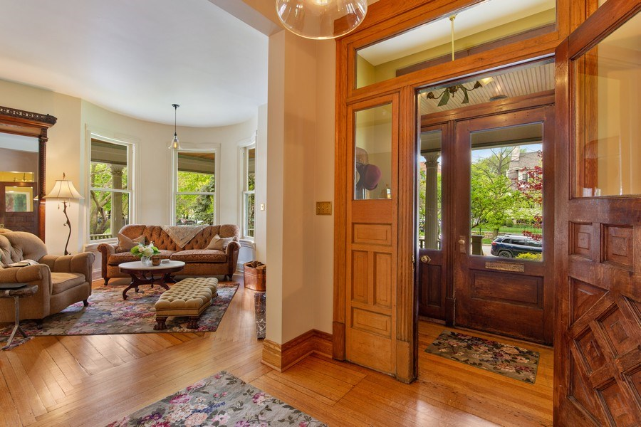 Real Estate Photography - 4101 N Greenview, Chicago, IL, 60613 - Foyer