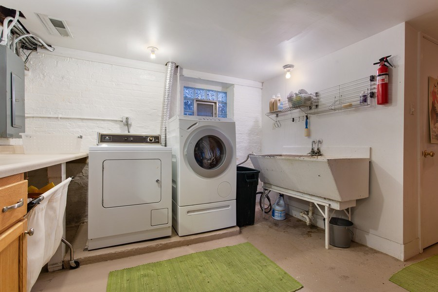 Real Estate Photography - 4101 N Greenview, Chicago, IL, 60613 - Laundry Room