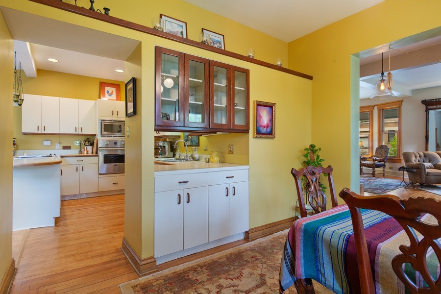 Real Estate Photography - 4101 N Greenview, Chicago, IL, 60613 - Kitchen / Dining Room