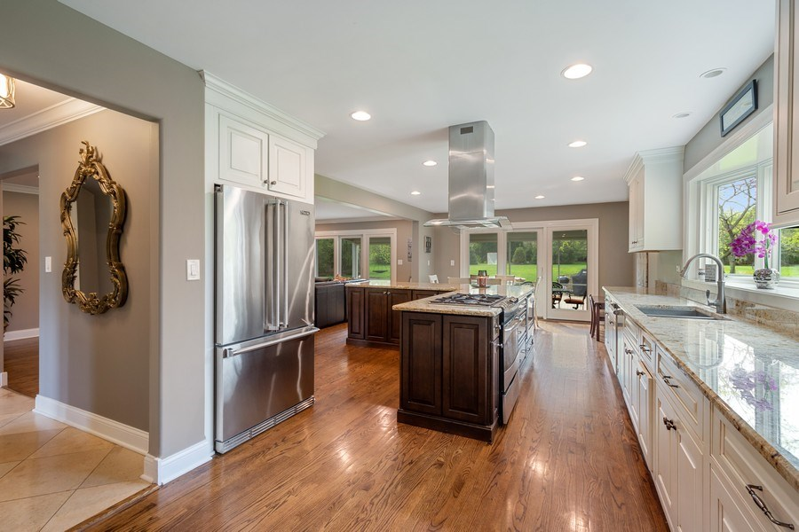 Real Estate Photography - 215 Cold Spring Rd, Barrington, IL, 60010 - Kitchen