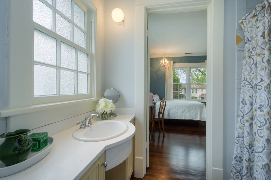 Real Estate Photography - 616 S. Grove Ave, Barrington, IL, 60010 - Jack & Jill Bathroom