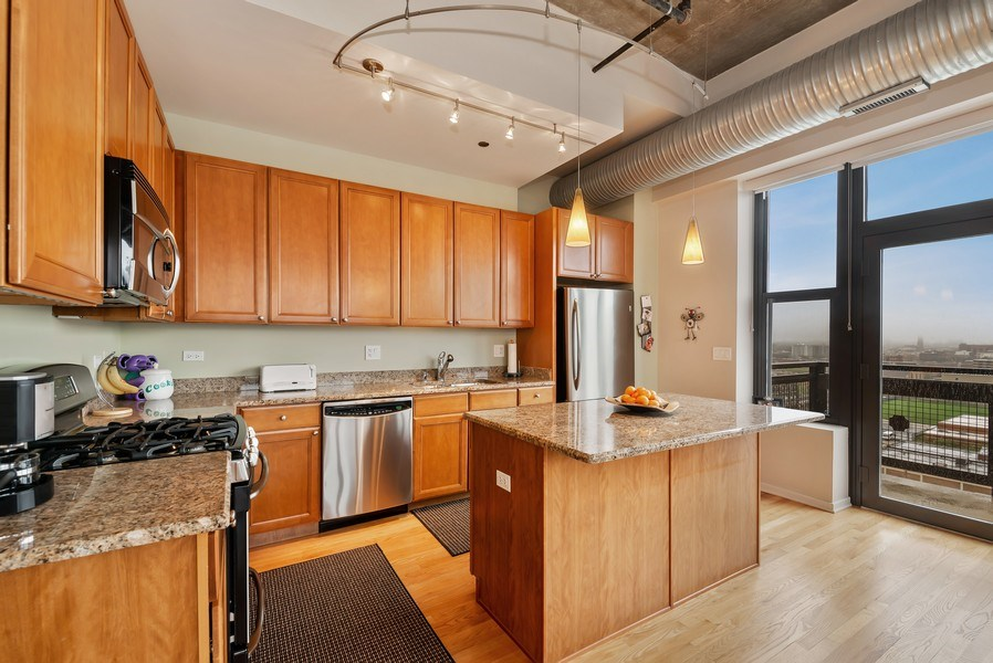 Real Estate Photography - 849 N Franklin St, unit 1412, Chicago, IL, 60610 - Kitchen
