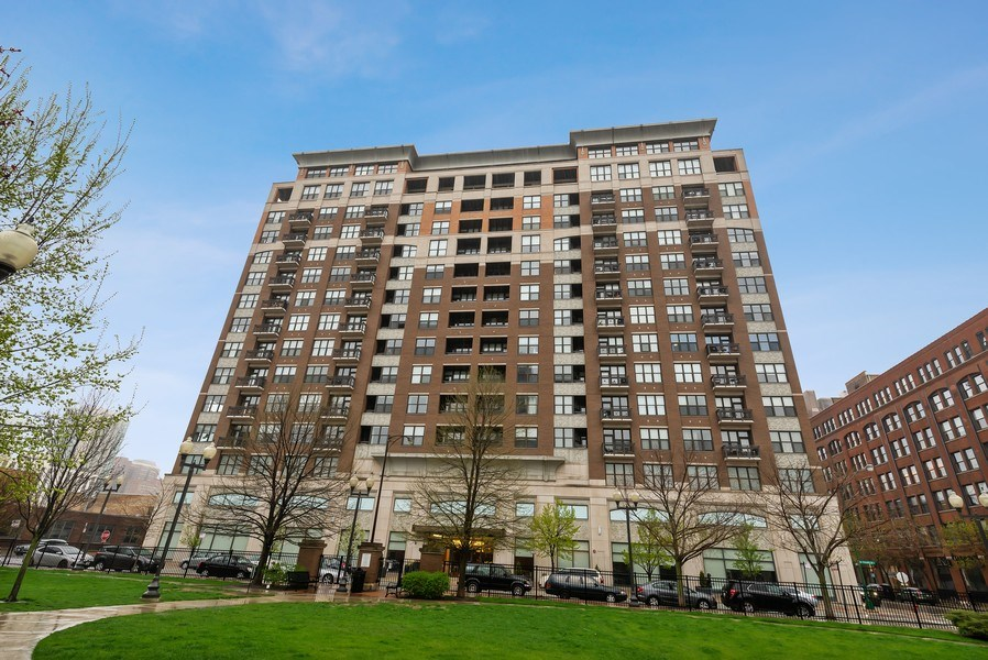Real Estate Photography - 849 N Franklin St, unit 1412, Chicago, IL, 60610 - Front View