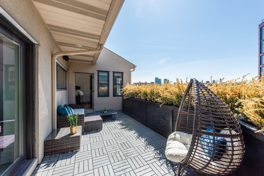Real Estate Photography - 885 W. Lill Ave., #6, Chicago, IL, 60614 - Terrace