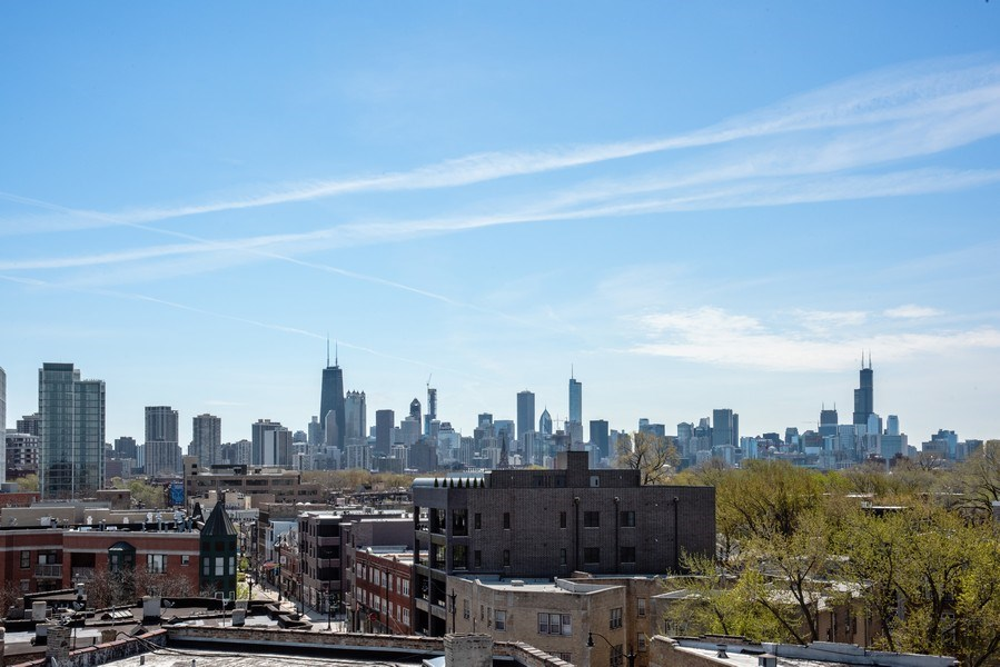 Real Estate Photography - 885 W. Lill Ave., #6, Chicago, IL, 60614 - City View