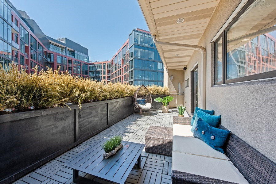Real Estate Photography - 885 W. Lill Ave., #6, Chicago, IL, 60614 - Terrace off the Kitchen