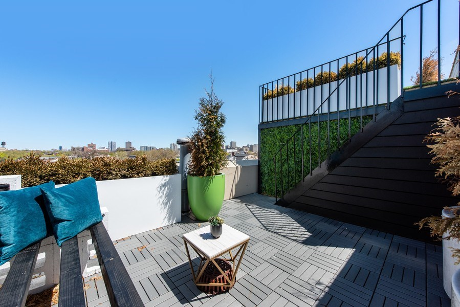 Real Estate Photography - 885 W. Lill Ave., #6, Chicago, IL, 60614 - Terrace 3