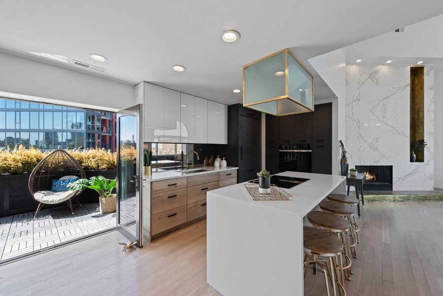 Real Estate Photography - 885 W. Lill Ave., #6, Chicago, IL, 60614 - Kitchen