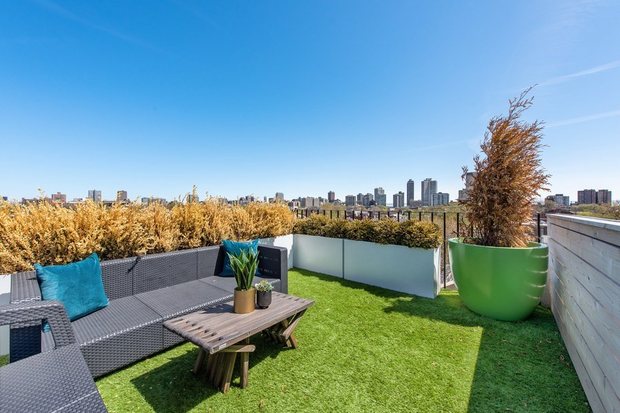 Real Estate Photography - 885 W. Lill Ave., #6, Chicago, IL, 60614 - Roof Deck