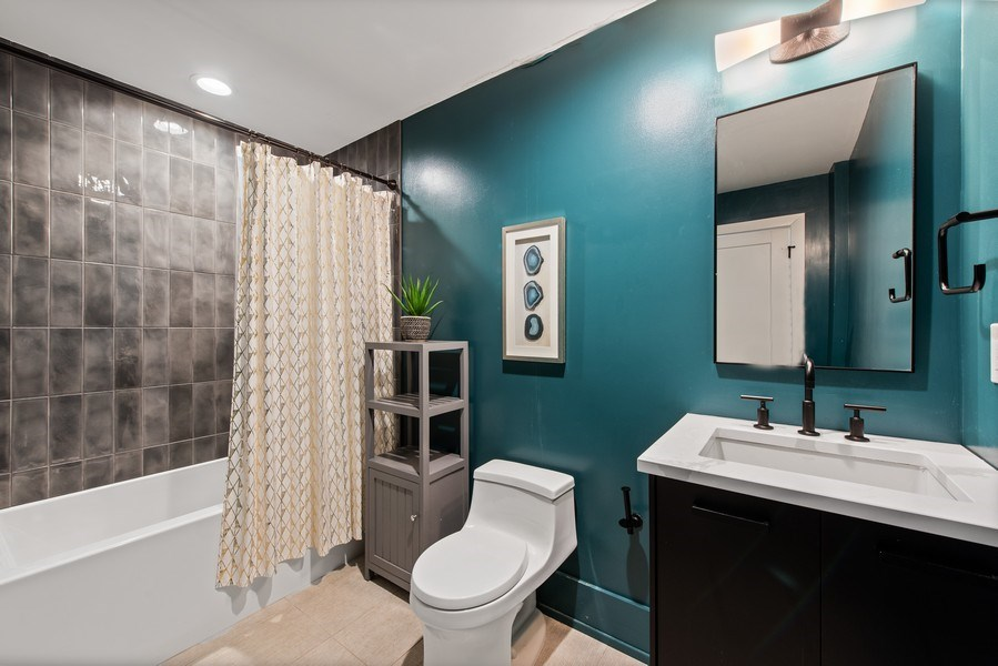 Real Estate Photography - 885 W. Lill Ave., #6, Chicago, IL, 60614 - 2nd Bathroom
