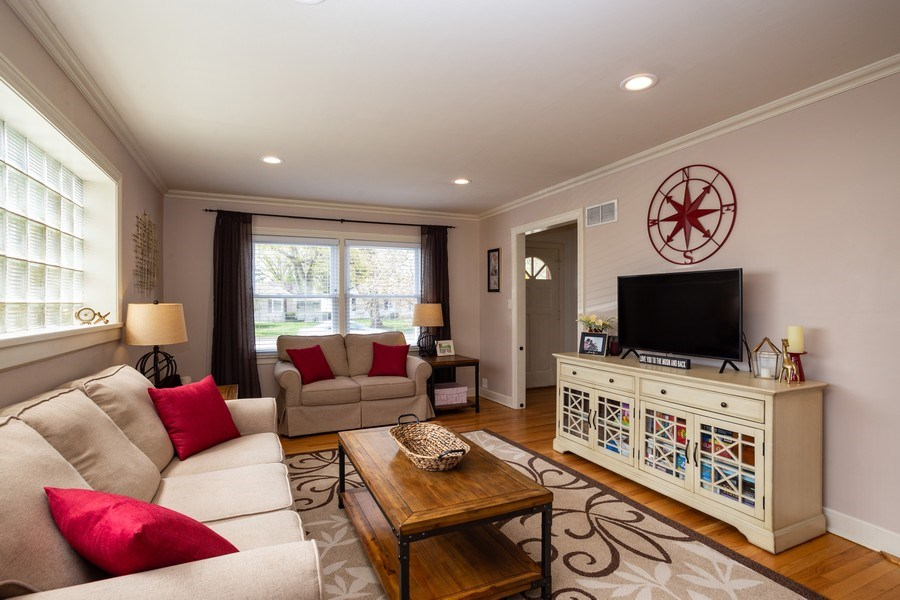 Real Estate Photography - 718 E Euclid Ave, Arlington Heights, IL, 60004 - Living Room