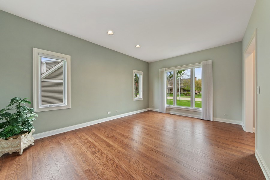 Real Estate Photography - 1075 Erica Dr, Wauconda, IL, 60084 - Living Room