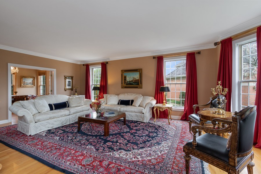 Real Estate Photography - 1009 Oakland Court, Barrington, IL, 60010 - Living Room