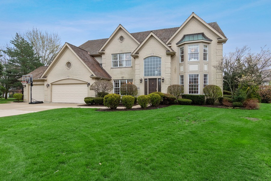 Real Estate Photography - 1009 Oakland Court, Barrington, IL, 60010 - Front View