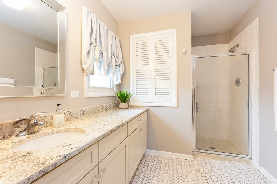 Real Estate Photography - 319 W cedar, Arlington Heights, IL, 60005 - Master Bathroom