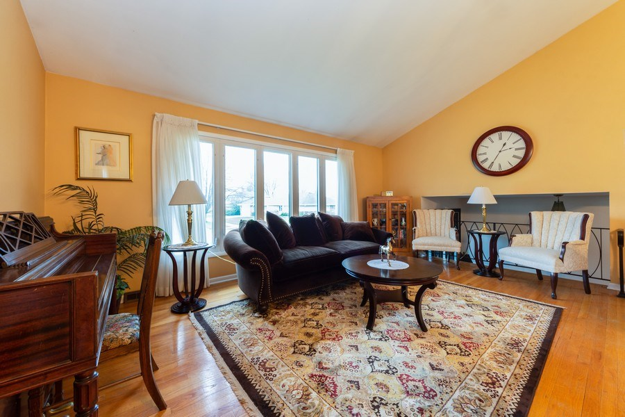 Real Estate Photography - 319 W cedar, Arlington Heights, IL, 60005 - Living Room