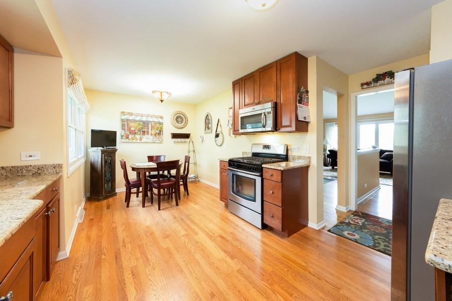 Real Estate Photography - 319 W cedar, Arlington Heights, IL, 60005 - Kitchen / Breakfast Room
