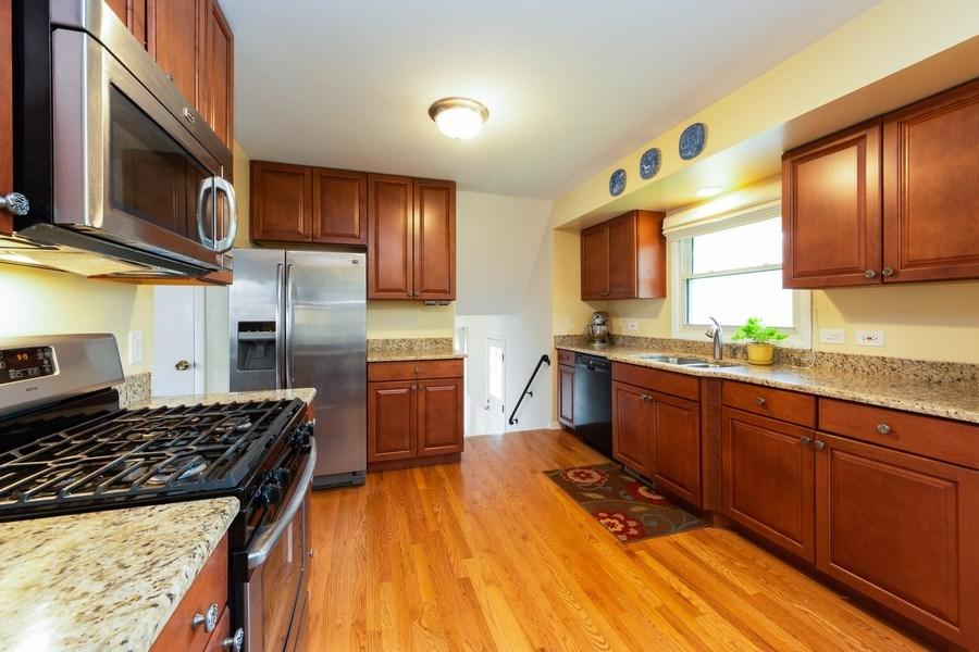 Real Estate Photography - 319 W cedar, Arlington Heights, IL, 60005 - Kitchen