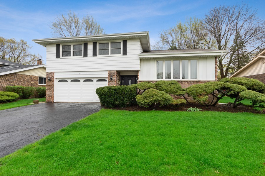 Real Estate Photography - 319 W cedar, Arlington Heights, IL, 60005 - Front View
