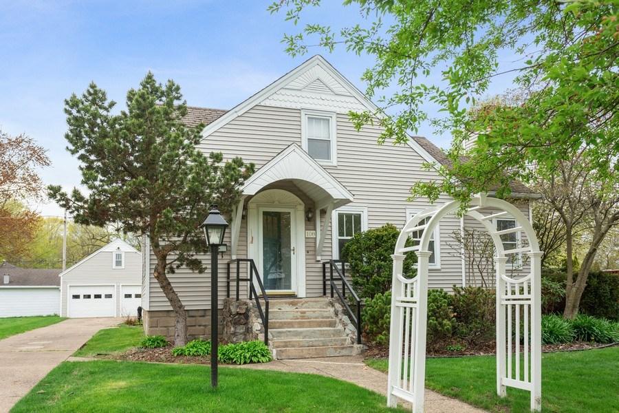 Real Estate Photography - 108 S. Barton, New Buffalo, MI, 49117 - Front View