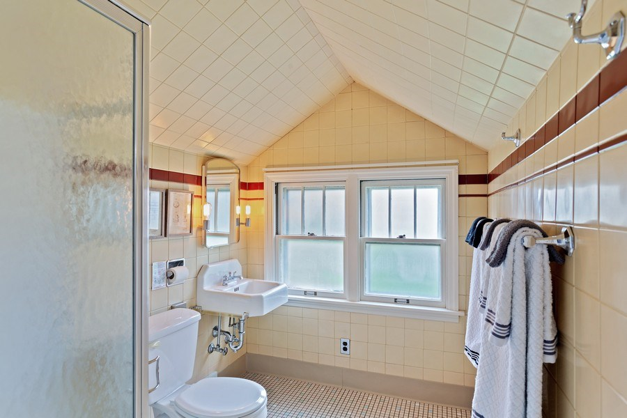 Real Estate Photography - 108 S. Barton, New Buffalo, MI, 49117 - 2nd Bathroom