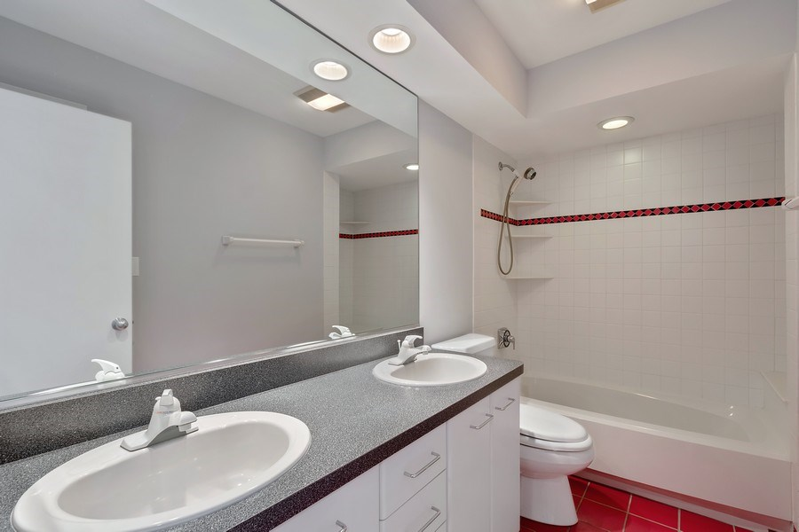 Real Estate Photography - 1924 Beverly, Buffalo Grove, IL, 60089 - 2nd Bathroom