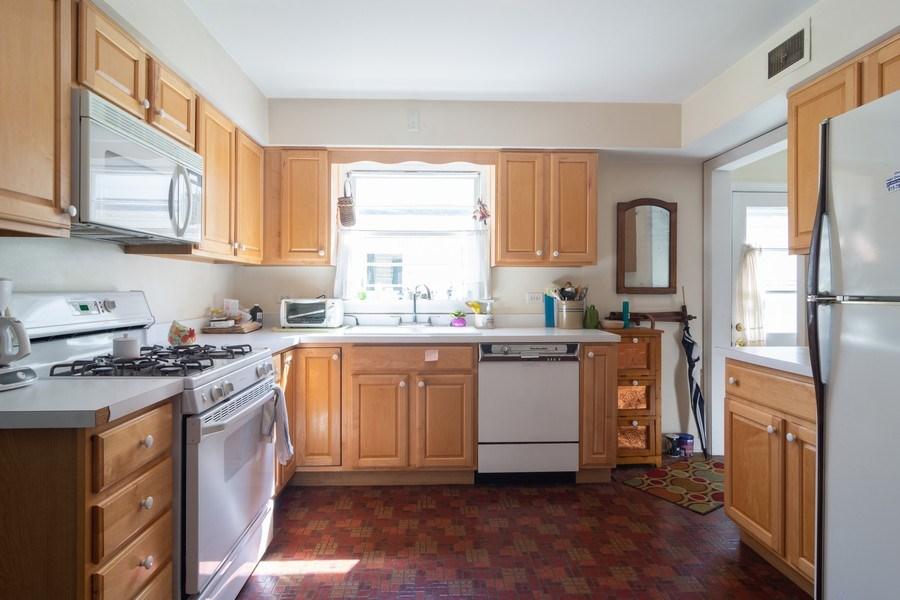 Real Estate Photography - 304 W Hawthorne, Arlington Heights, IL, 60004 - Kitchen