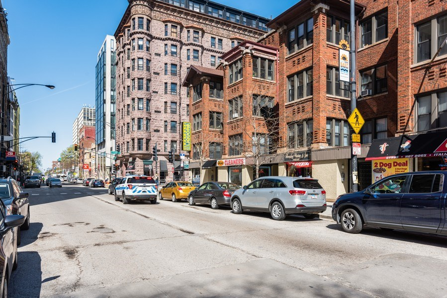 Real Estate Photography - 434 W Diverset, Chicago, IL, 60614 - Neighborhood