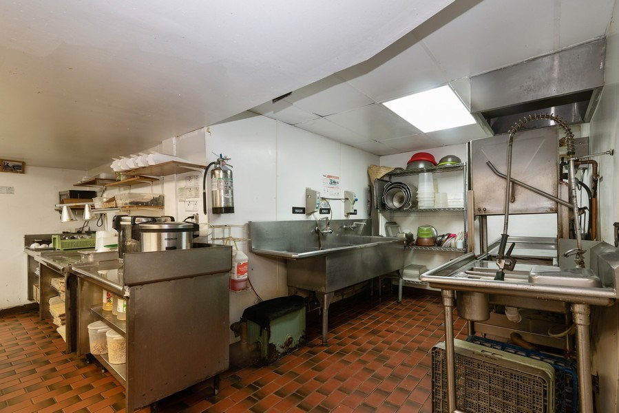 Real Estate Photography - 434 W Diverset, Chicago, IL, 60614 - Kitchen