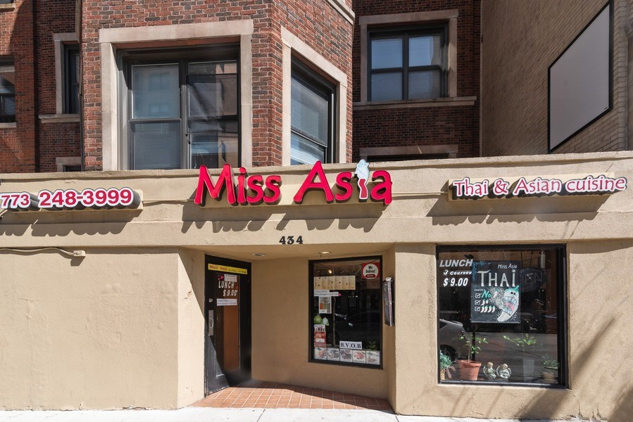 Real Estate Photography - 434 W Diverset, Chicago, IL, 60614 - Front View