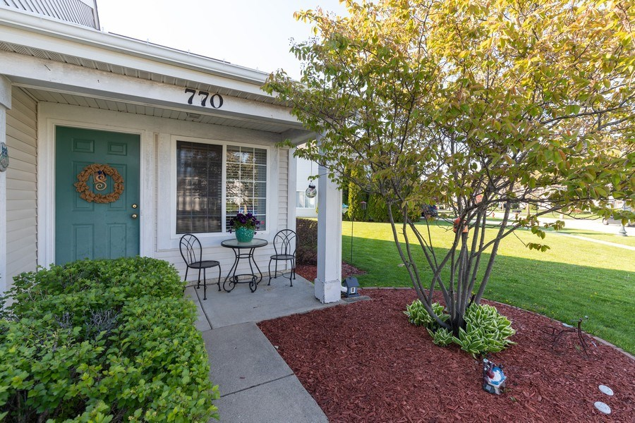 Real Estate Photography - 770 S Providence, Round Lake, IL, 60073 - Porch