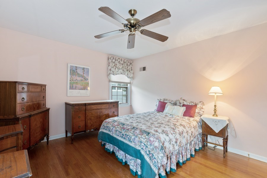 Real Estate Photography - 1509 Kaywood Ln, Glenview, IL, 60025 - 2nd Bedroom
