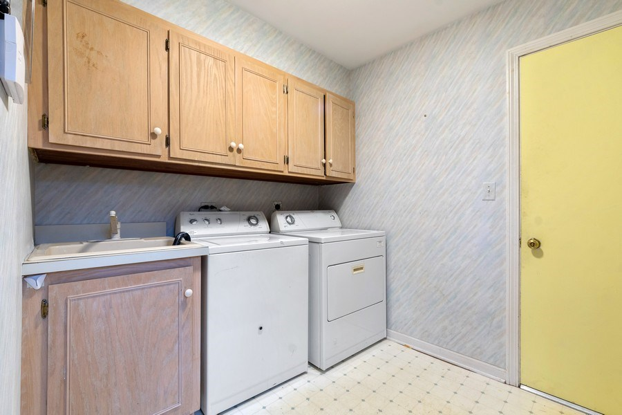 Real Estate Photography - 1509 Kaywood Ln, Glenview, IL, 60025 - Laundry Room