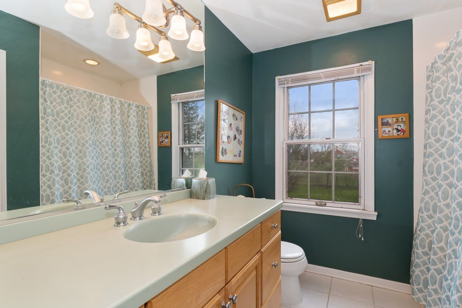 Real Estate Photography - 1509 Kaywood Ln, Glenview, IL, 60025 - Bathroom