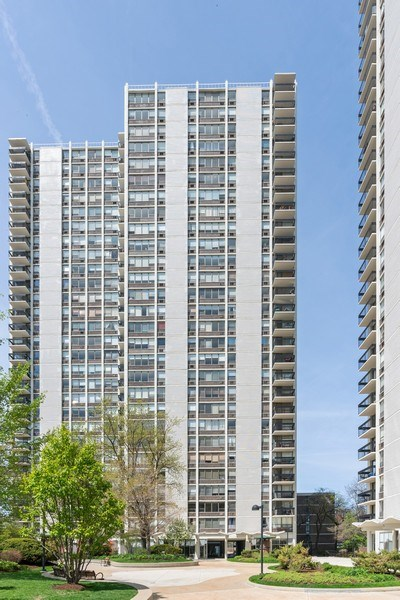 Real Estate Photography - 1460 N Sandburg Ter, Unit 2806, Chicago, IL, 60610 - Front View