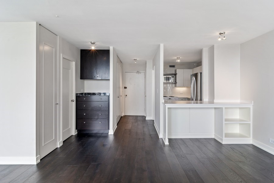 Real Estate Photography - 1460 N Sandburg Ter, Unit 2806, Chicago, IL, 60610 - Kitchen / Dining Room