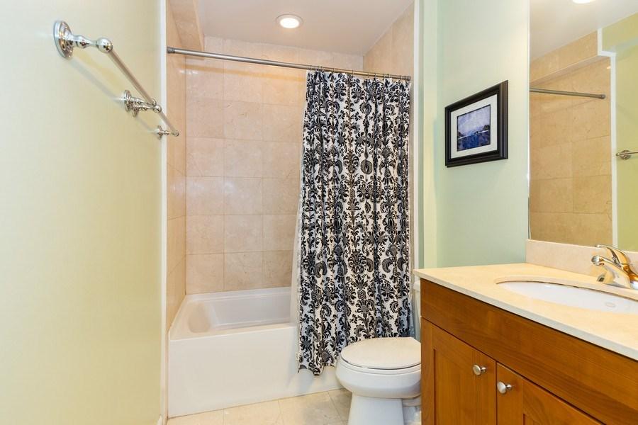 Real Estate Photography - 657 W Fulton St, Unit 609, Chicago, IL, 60661 - Master Bathroom
