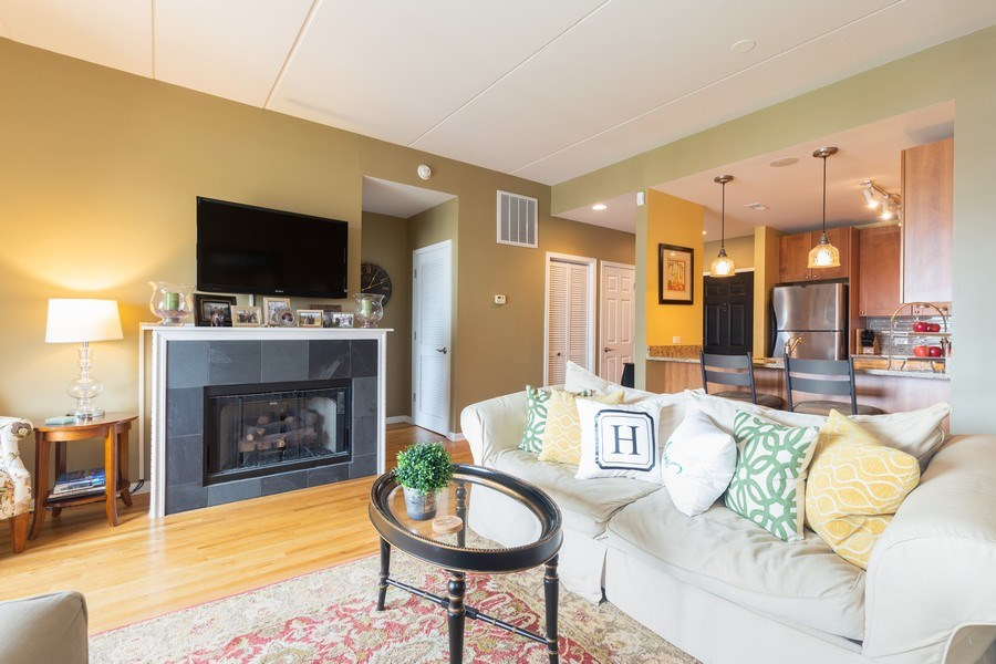 Real Estate Photography - 657 W Fulton St, Unit 609, Chicago, IL, 60661 - Living Room