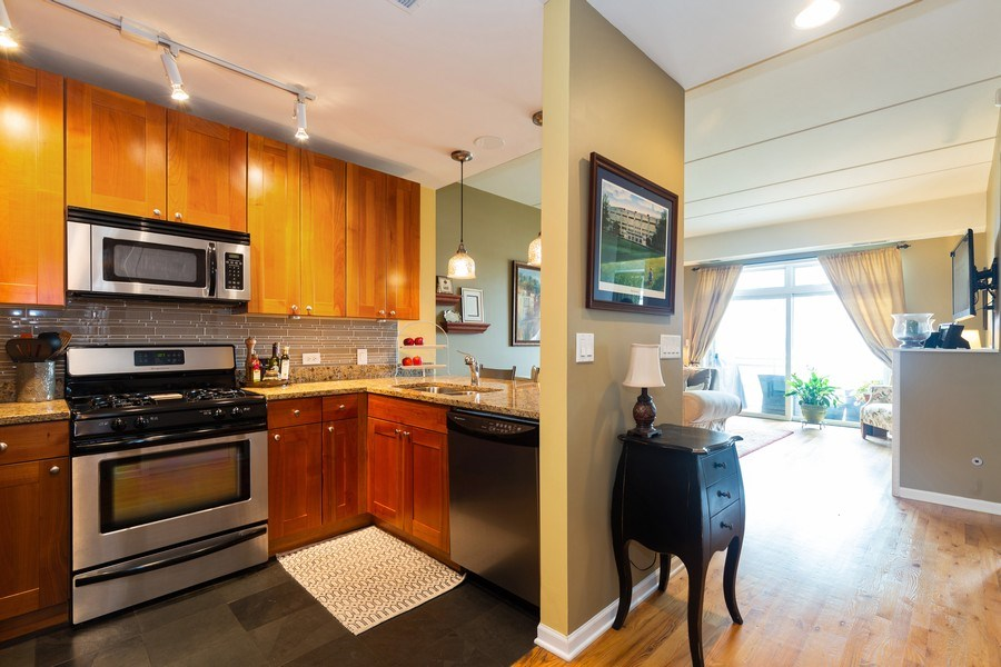 Real Estate Photography - 657 W Fulton St, Unit 609, Chicago, IL, 60661 - Kitchen