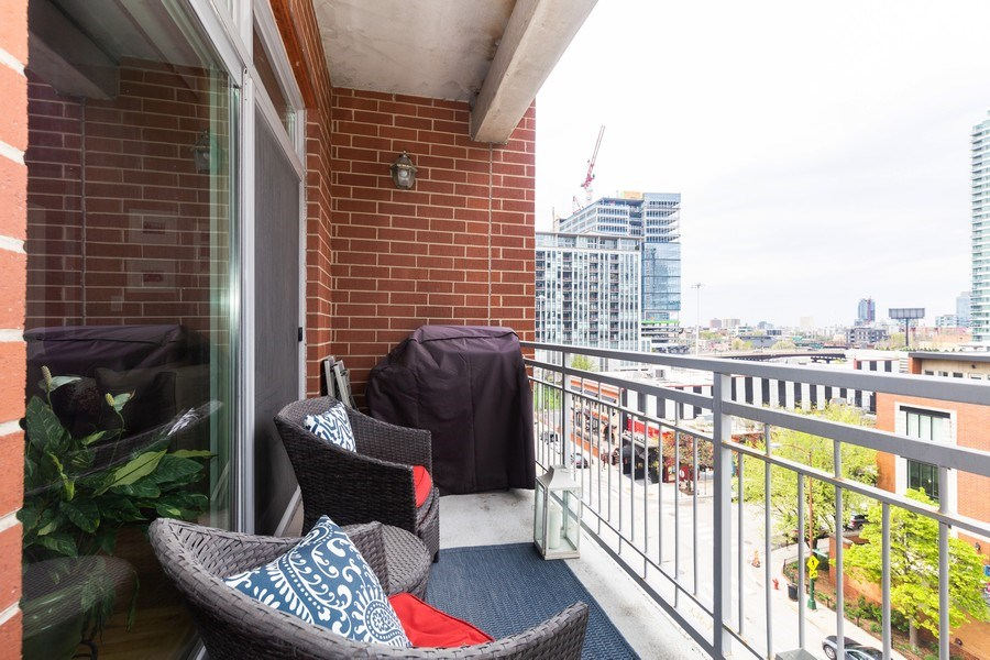 Real Estate Photography - 657 W Fulton St, Unit 609, Chicago, IL, 60661 - Balcony