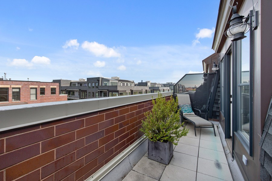 Real Estate Photography - 2656 N Hermitage Ave, Chicago, IL, 60614 - Rooftop Terrace
