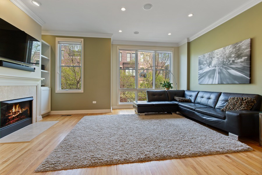 Real Estate Photography - 2656 N Hermitage Ave, Chicago, IL, 60614 - Living Room