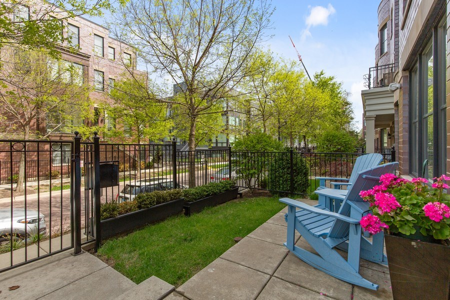 Real Estate Photography - 2656 N Hermitage Ave, Chicago, IL, 60614 - Patio