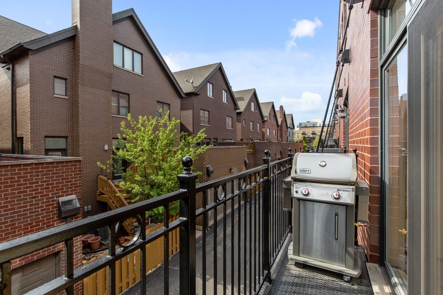 Real Estate Photography - 2656 N Hermitage Ave, Chicago, IL, 60614 - Balcony