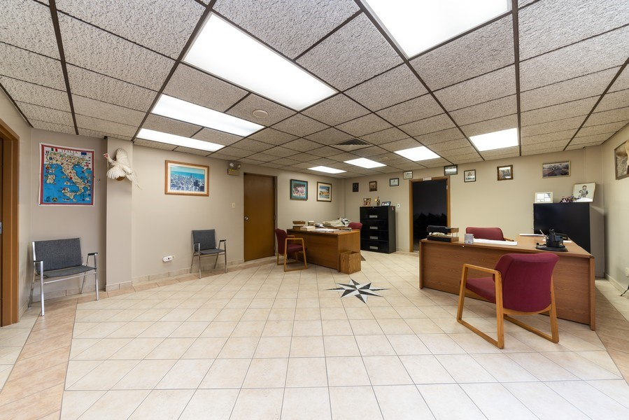 Real Estate Photography - 570 County Line Rd, Bensenville, IL, 60106 - Office