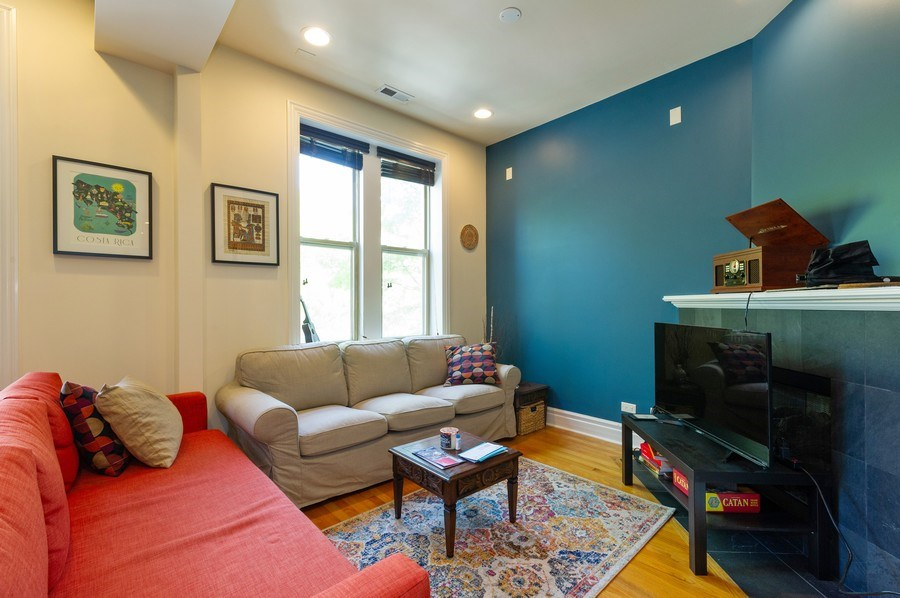 Real Estate Photography - 2307 W Walton St, 2W, Chicago, IL, 60622 - Living Room