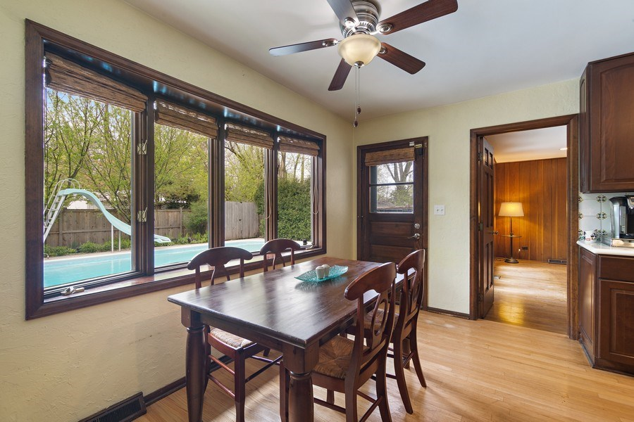 Real Estate Photography - 1224 Brook Ln, Glenview, IL, 60025 - Kitchen / Breakfast Room